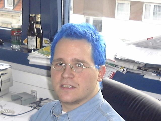 Der Herr Dobschat mit blauen Haaren