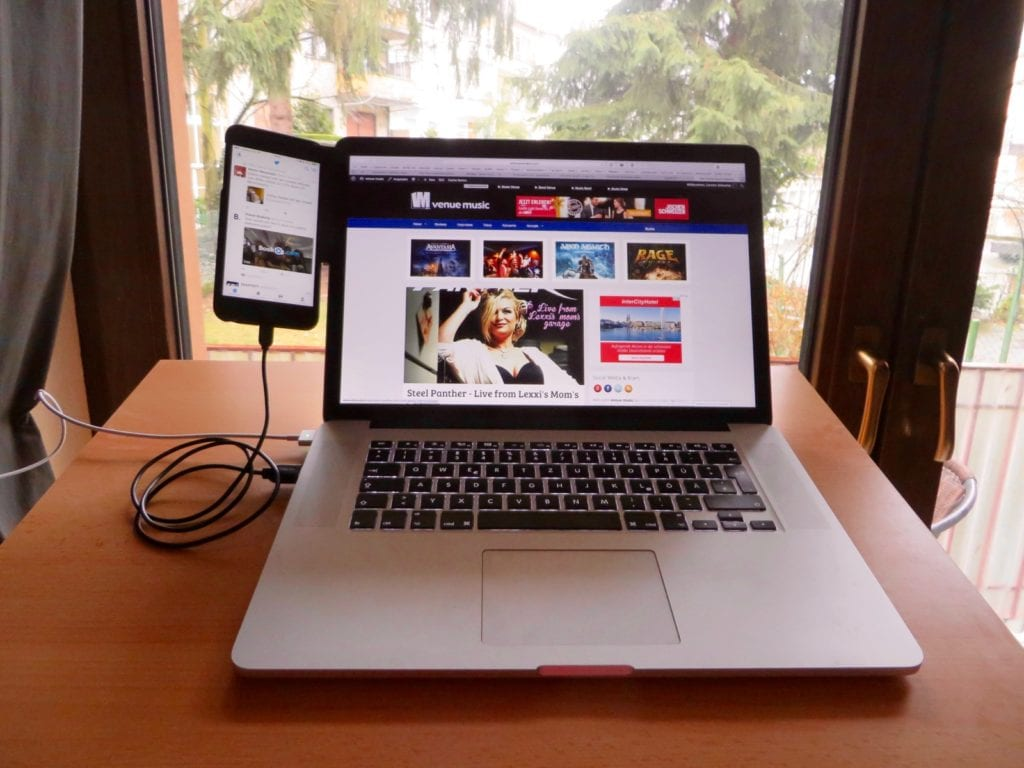 MacBook iPhone Mount-Clip